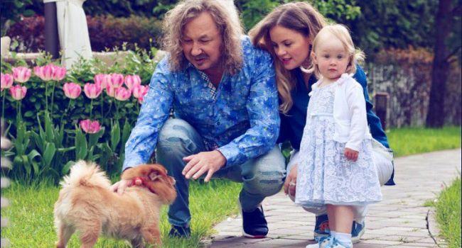 «Вечерние обнимашки перед сном»: Игорь Николаев умилил сеть трогательным фото с дочкой