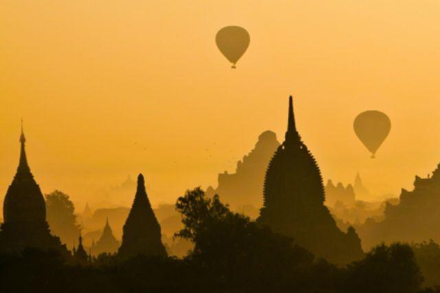 Schemenhafte Fotographie einer Tempellandschaft in Myanmar.