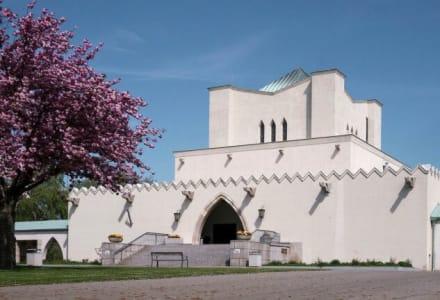 Fotographie der Feuerhalle Simmering im 11. Wiener Gemeindebezirk.