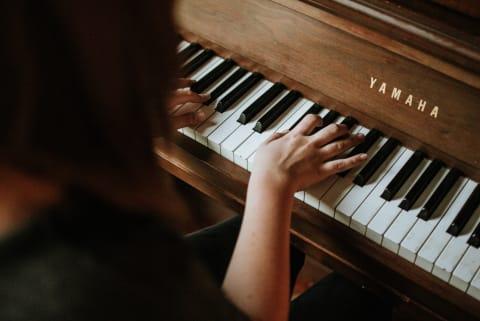 Klassische Musik für die Trauerfeier am Klavier