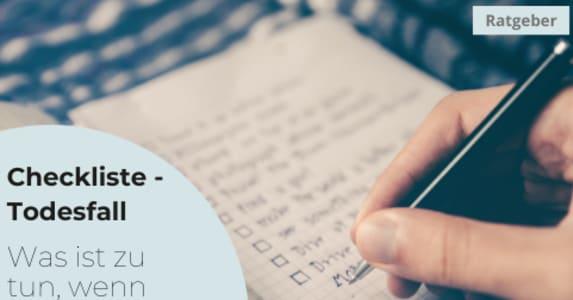 Fotographie eines pinken Textmarkers beim Abhaken einer Checkliste.