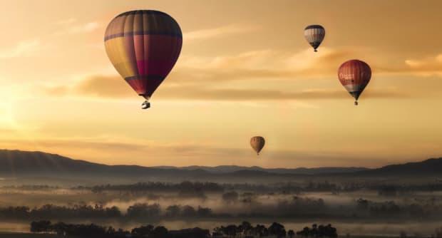 Heißluftballons am Morgen