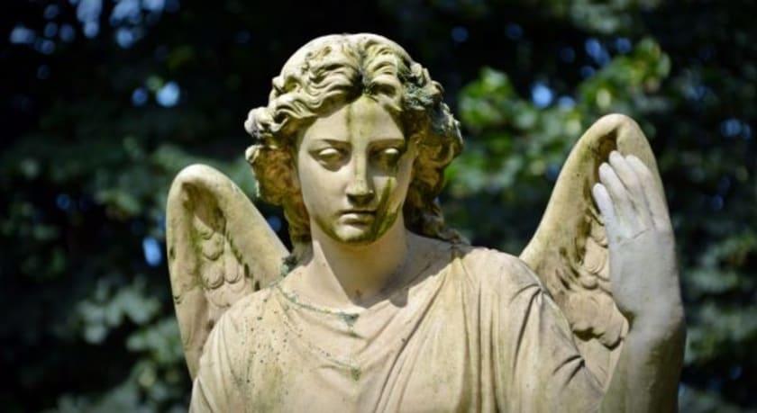 Engelsstatue am Friedhof