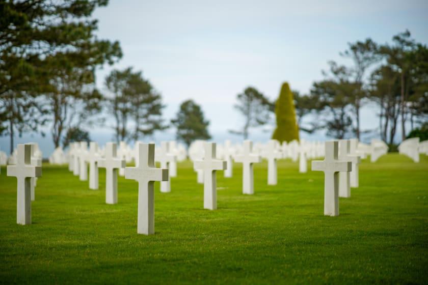 Unmarked Grave von Mathis Jrdl via Unsplash