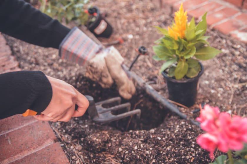 Die Arbeit am Grab ist Teil der Trauerarbeit