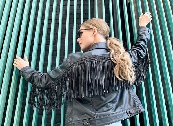 Кристина Асмус снялась топлес в джинсах Gucci