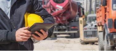 paiement rapide et garanti conducteur avec une tablette a la main