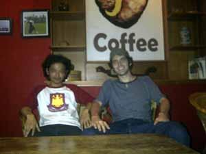 Bobby (kiri) bersama dengan Pierce Vaughn (kanan) (Photo: Pnet)