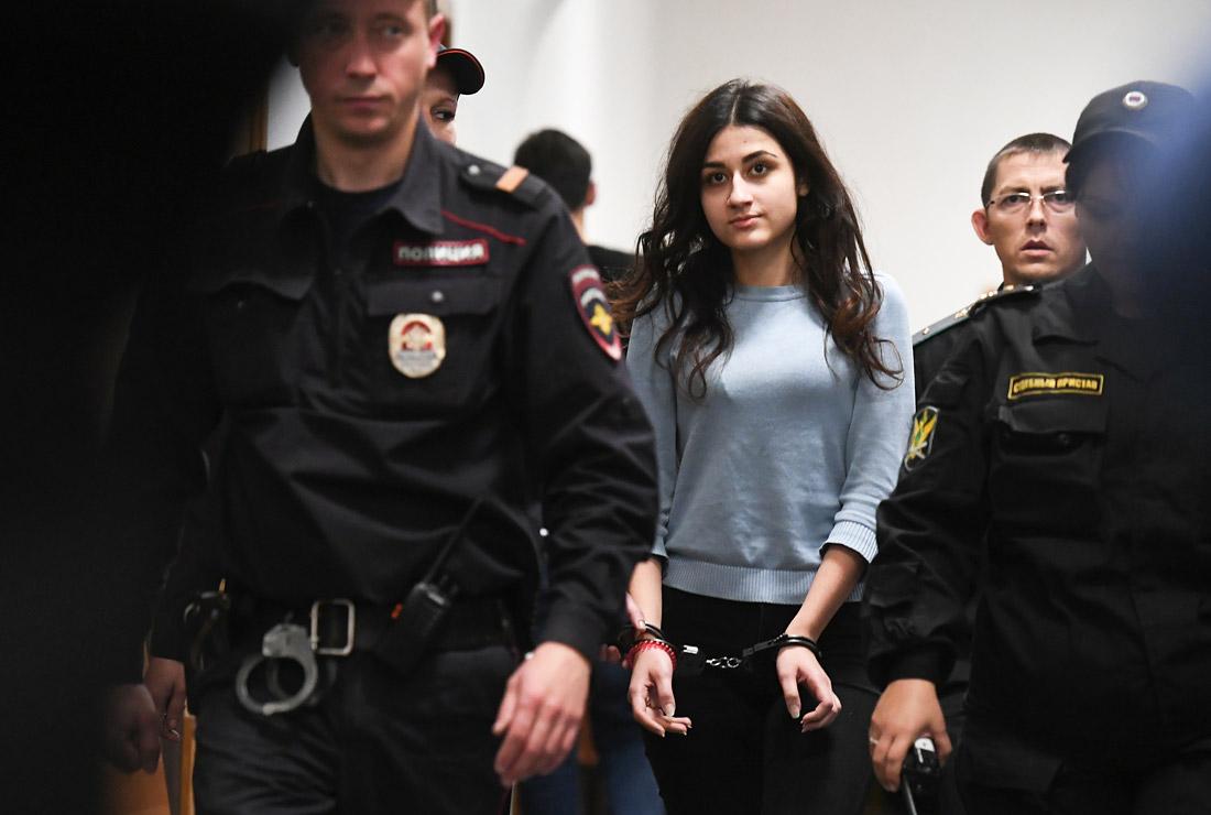 Новый поворот в деле сестер Хачатурян. Мать убитого Михаила заявила, что ее сын невиновен