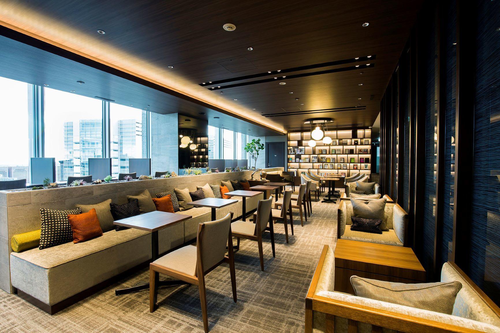 ラウンジ_採光に優れた開放感のあるラウンジは、ご来客のお客様により良い印象を与えます