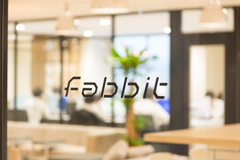 エントランス_fabbitのロゴ