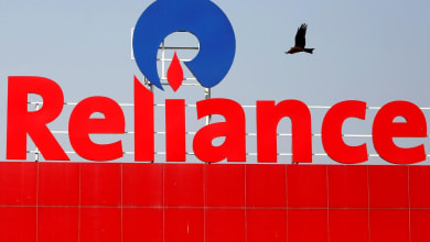 Photo of US warns energy companies like Reliance Industries over ties to Venezuela's Maduro