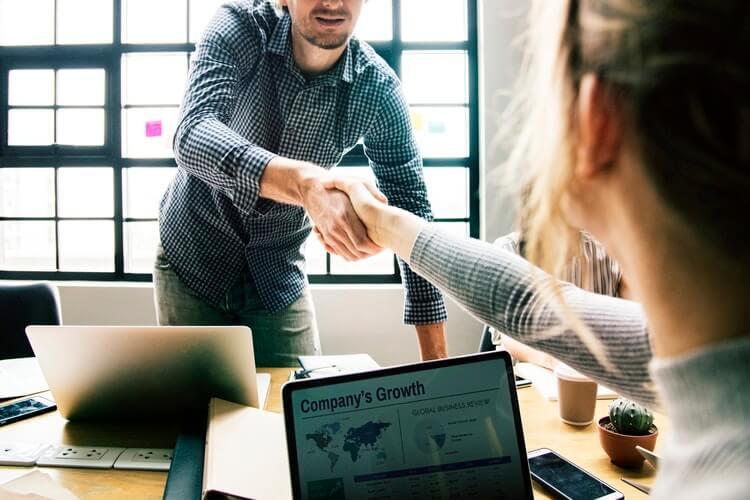 كيف تكسب ولاء العملاء