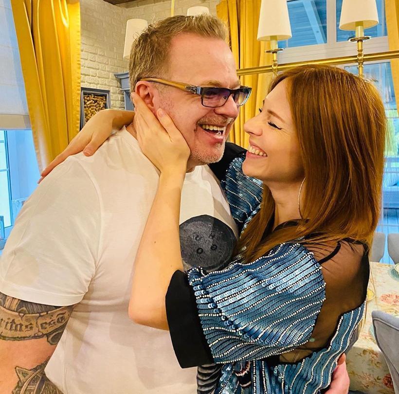 Наталья Подольская после рождения сына перешла на «жёсткое мини»