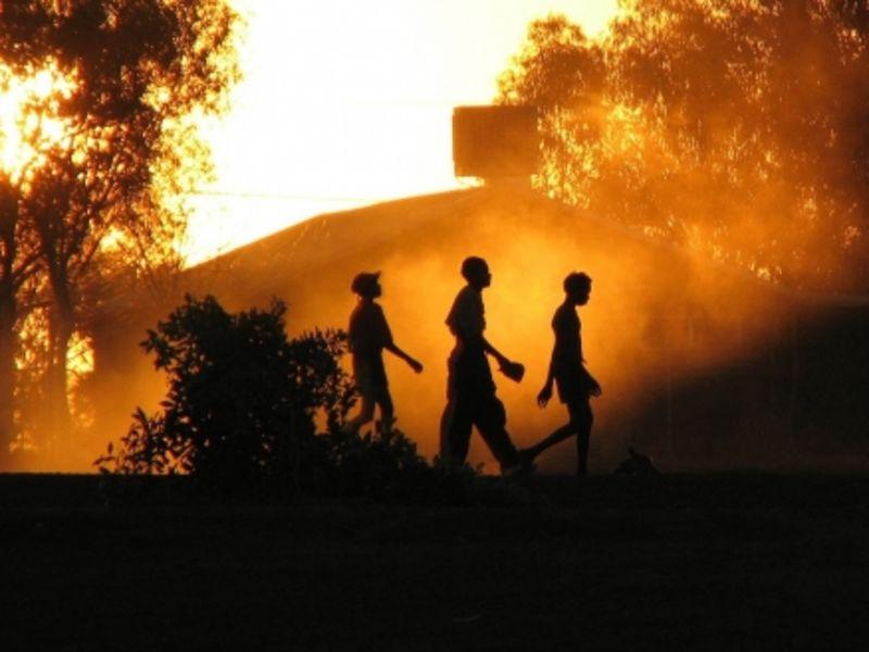 Silhouettes, Wirrumanu Aboriginal Community, Balgo Hills, Western Australia (Yaruman5/Flickr)