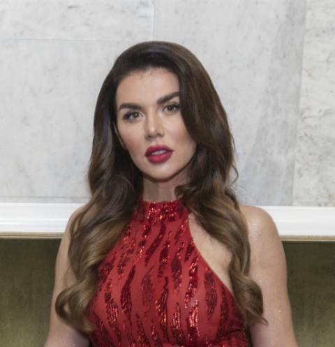 Анна Седокова отправила деньги, заработанные на продаже масок, благотворительному фонду