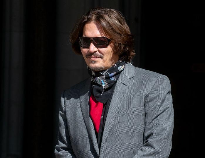 Новый роман?: Джонни Деппа застали в компании с неизвестной женщиной