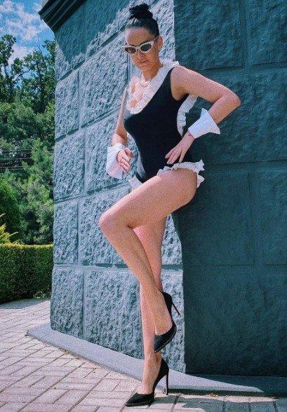 «Красивая и горячая»: Астафьева примерила новый купальник