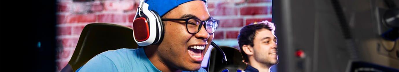 D-Gamer-maennlich-Brille