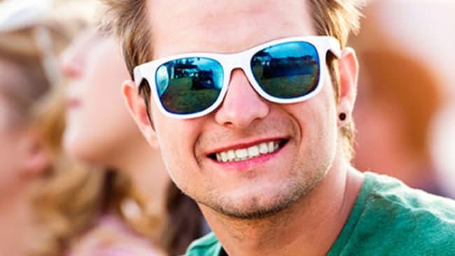 Sonnenbrillen gekonnt kombinieren