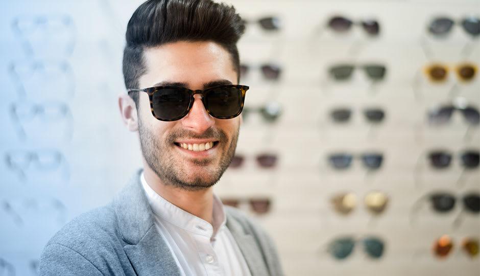 Mann-Sonnenbrille-Optiker