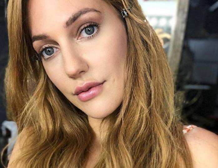 Ничего лишнего: Мерьем Узерли отдала предпочтение естественному макияжу