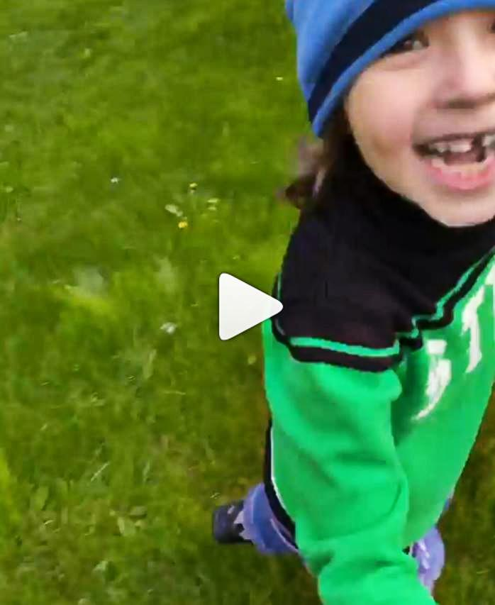 Растет малыш: у шестилетнего сына Пугачевой выпал передний молочный зуб