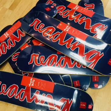 CHOCOLATE READING C.T.W. DECK - NAVY RED