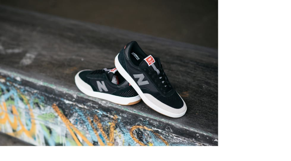 New Balance 440 blends leading edge technology with soft cushioning to create a go-to skate shoe.