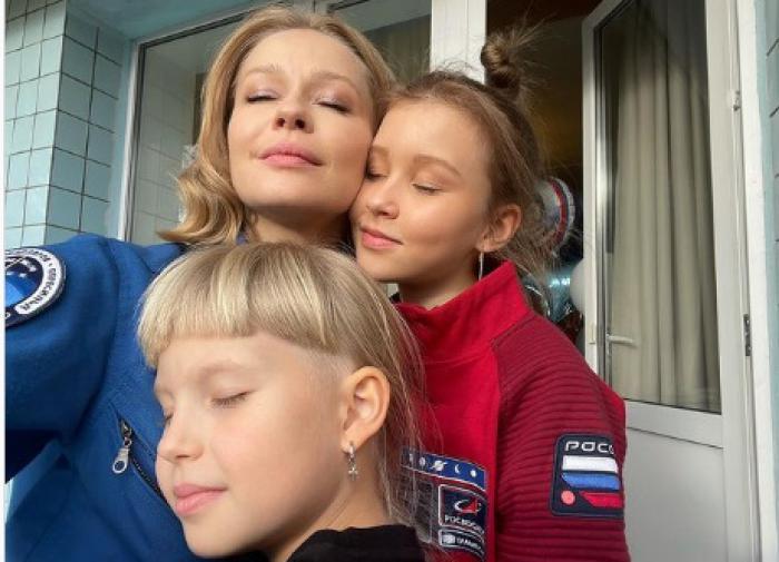 Вернувшаяся из космоса Пересильд показала трогательную встречу с дочерями