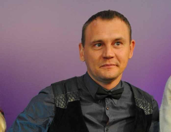 Степан Меньщиков поделился красивыми фотографиями со своей свадьбы с беременной женой