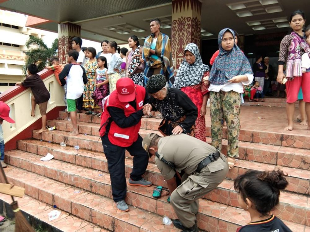 "The Palang Merah Indonesia (""PMI"" - Indonesian Red Cross) has been on the frontline of search and rescue efforts, providing emergency disaster relief. Image: Singapore Red Cross"