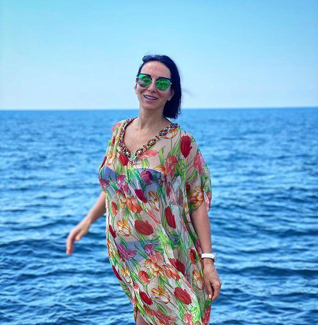 По многочисленным заявкам: Алика Смехова опубликовала фото в бикини без фильтров и фотошопа