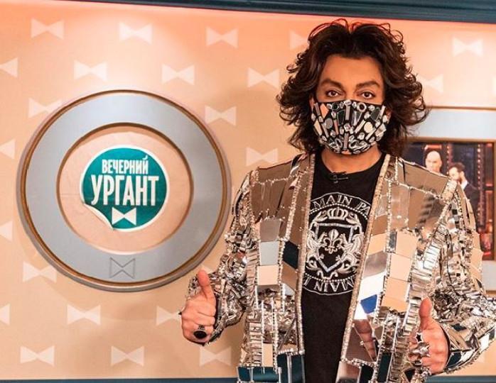 «Светомузыка»: Киркоров посетил Урганта в эксклюзивном пиджаке из «зеркала»