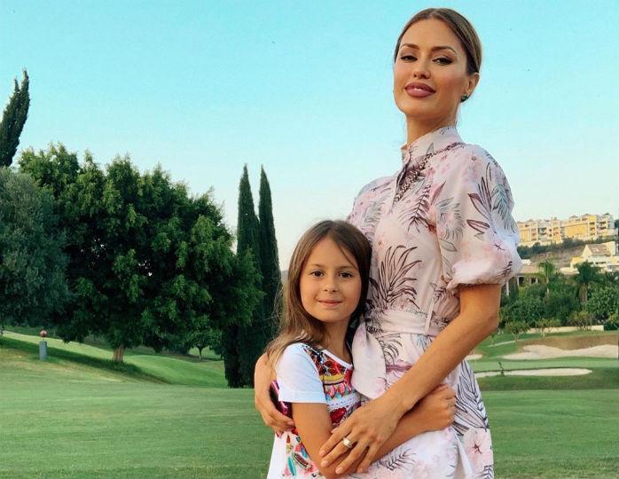 Пышное платье принцессы: Виктория Боня запечатлела подросшую дочку в день рождения