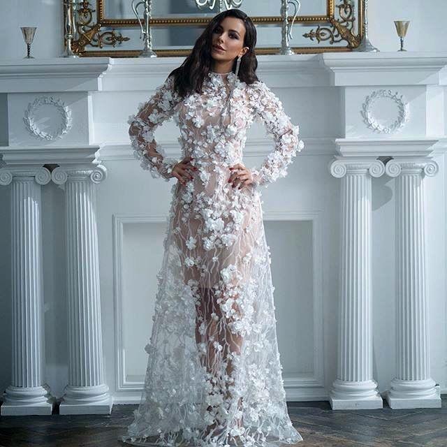 Ани Лорак подогрела слухи фото в белом платье