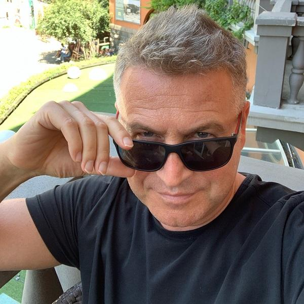 Леонид Агутин поделился архивным фото в форме пограничника