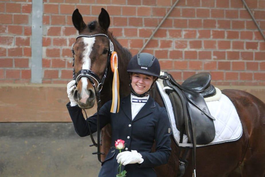 2x A-Dressur gewonnen: Annika Schmelz mit Dorfblüte