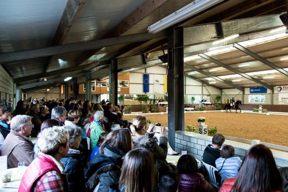 Zahlreiche pferdebegeisterte Zuschauer füllten die Turnierhallen