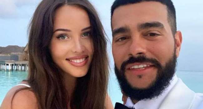 «Папа с мамой на детских фотографиях как брат и сестра похожи»: невеста Тимати запутала сеть семейными фотографиями