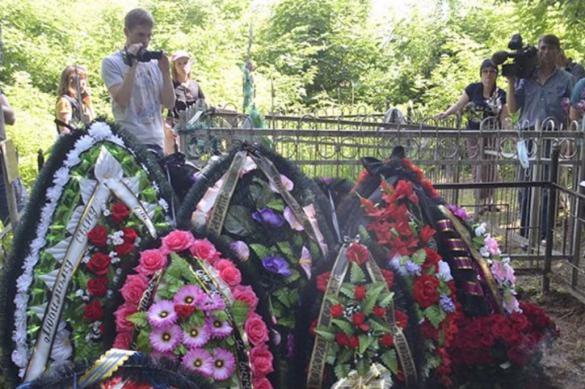 На похоронах Сергея Захарова было два траурных венка от Ефремова