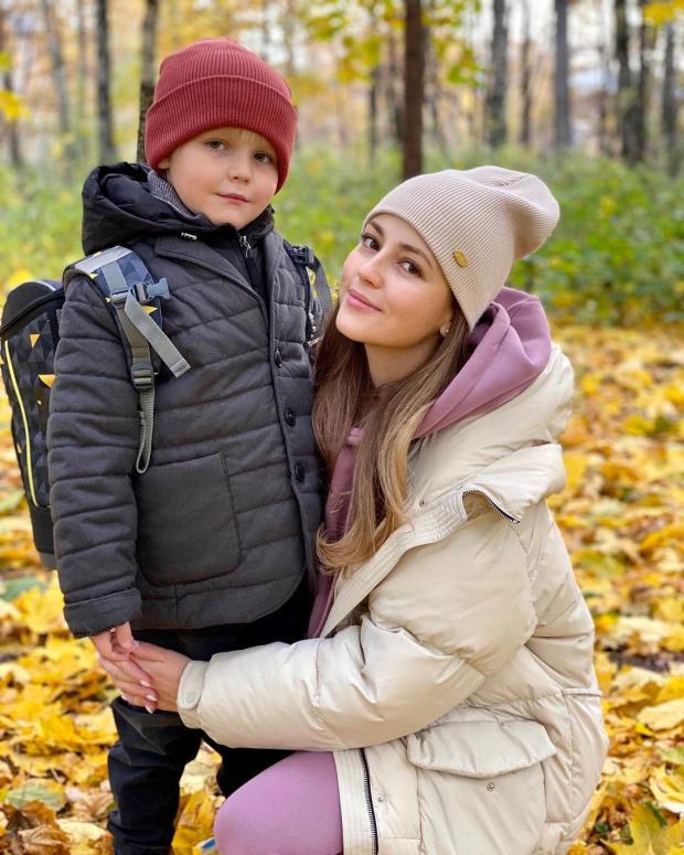 Анна Михайловская похожа на папу: фото из семейного архива актрисы обсуждают в сети