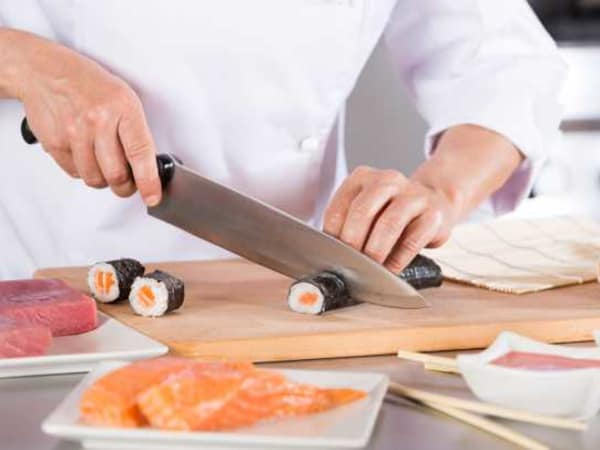 team-building-atelier-sushi-a-paris-pour-un-team-building-entre-collegues