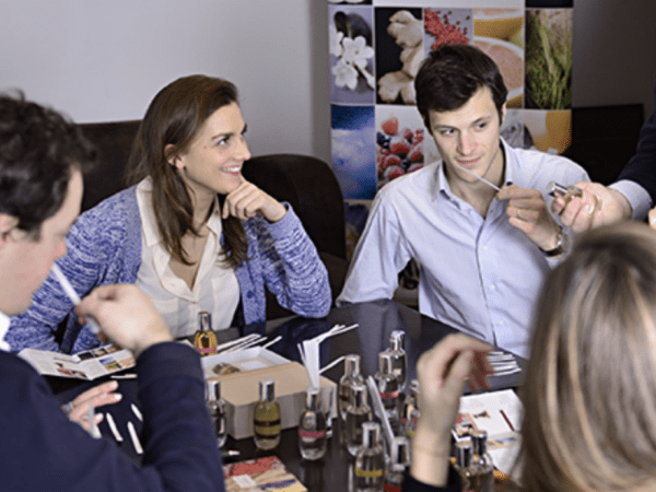 Team-Building-atelier-creation-de-parfum-pour-entreprise-a-paris