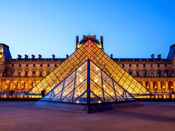 team-building-visite-guidee-pour-entreprises-au-louvre-entre-collegues