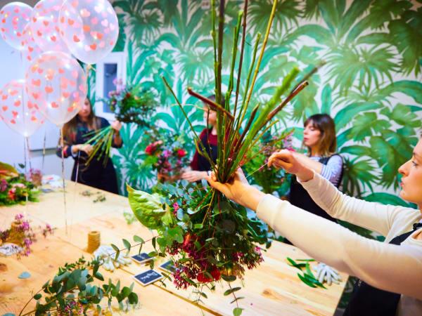 Team-Building-atelier-creation-couronne-fleur-entreprise-paris