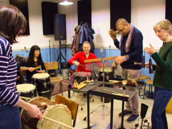 Team-Building-Atelier-musical-de-percussions-a-Paris-pour-entreprise