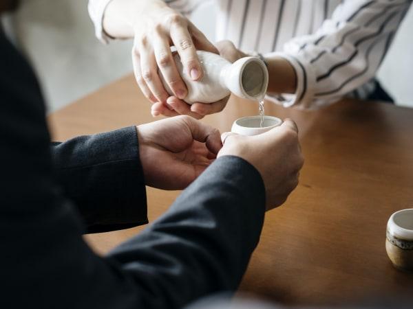 Team-Building-Team-Building-gastronomie-degustation-sake-japonais-Paris