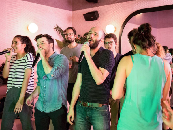 Team-Building-karaoke-a-paris-pour-un-team-building-entre-collegue
