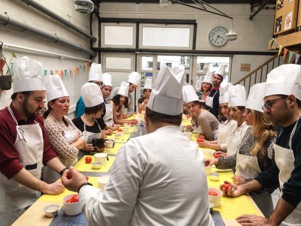 team-building-Activite-de-cuisine-de-plats-Italiens-pour-entreprises-a-Paris